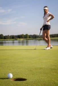 beginner woman golfer