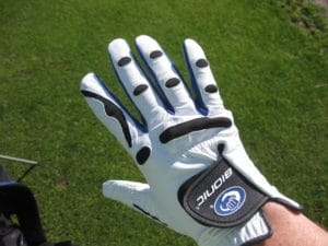 golf-glove-on-hand